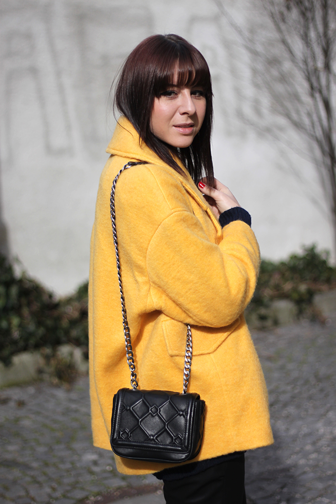 Blogger, Fashionblogger, Fashionblog Österreich, Fashionblog Tirol, Fashionblog Tyrol, Fashionblog Austria, Fashionblog Vienna, Fashionblogger_at, Fashionblogger_de, germanblogger, austrianblogger, Fashionblog, Blogger, Vlogger, Youtube Blogger, Video Blogger, Streetstyle, ootd, outfit, Österreich, Tirol, Outfit of the day, Winteroutfit, Frühlingsoutfit, Sommeroutfit, Herbstoutfit, Trend, Outfits, Fashion, Style, Lookbook, Zara, H&M, Boots, Schuhe, Tasche, Shopper, Mango, H&M Trend, Onlineshop, Asos, shopping, new in, Jeans, Weste, Fake Fur, Wintermantel, Herbstmantel, Parka, Lederjacke, Rock, Basic-Shirt, Mocca, französische Bulldogge, french bulldog, Bully, Frenchie, fawn, Hut kombinieren, Fedora Hut, Overknee Boots, H&M Trend, Oversize Mantel, Primark,