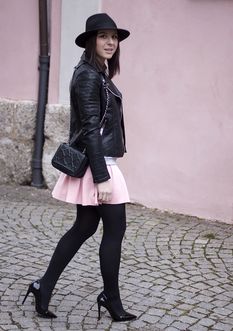 Scuba Rock Zara, Print Shirt Attitude Zara, Lederjacke Zara, Pumps Buffalo