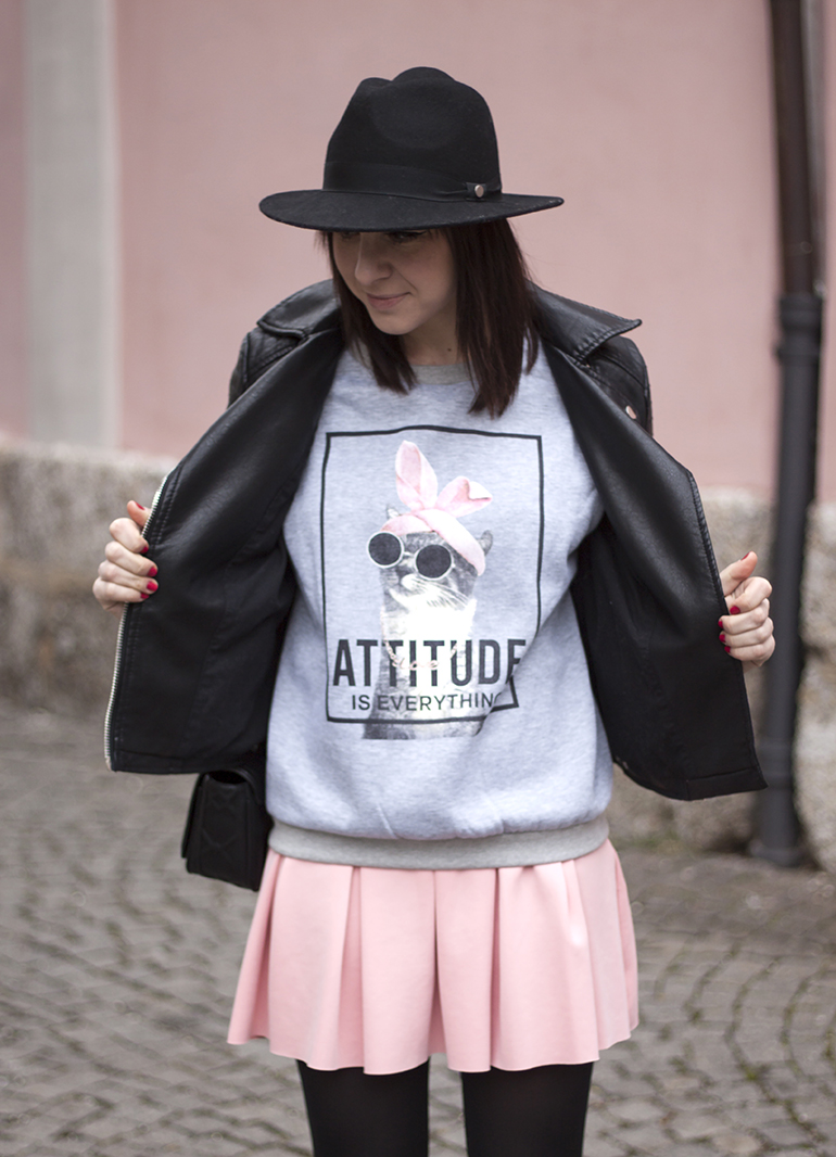rosa Scuba-Rock Zara, Print Shirt Attitude Zara, Lederjacke Zara, Pumps Buffalo