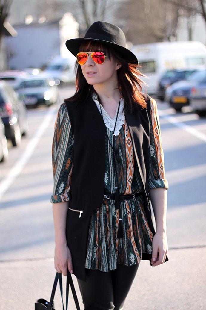 whoismocca, fashionblogger, choies, boho, kleid, isabel marant pour hm, ray ban, lederhose, blazerweste