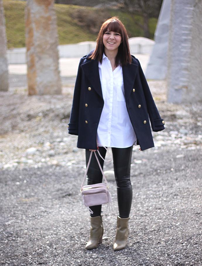 whoismocca, Sam Edelman Boots Martina green moos, Lederhose, weiße Bluse Zara, H&M Trend Tasche rosa