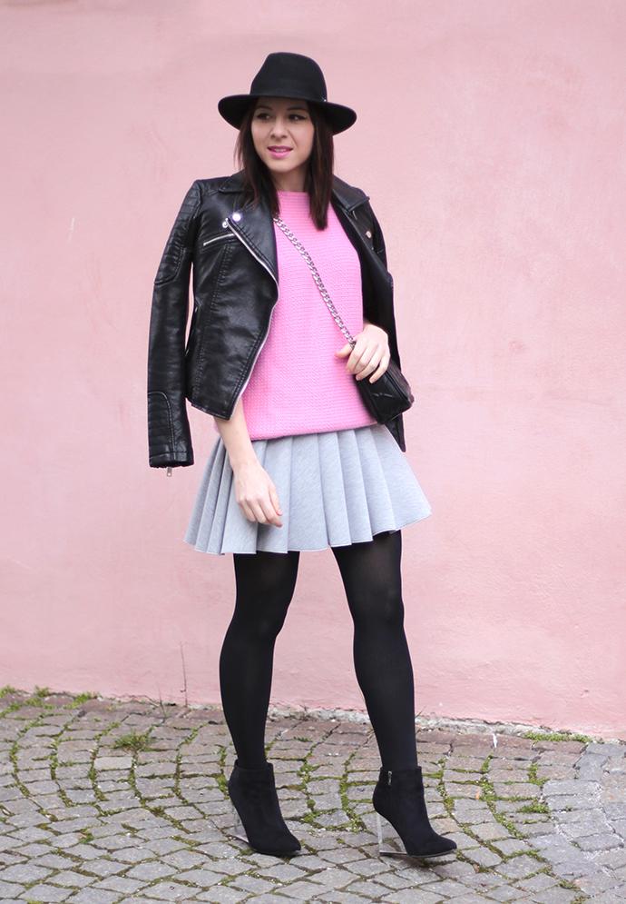 whoismocca, scuba-rock, rosa pullover zara, lederjacke zara, wedges mit durchsichtigem stöckel absatz