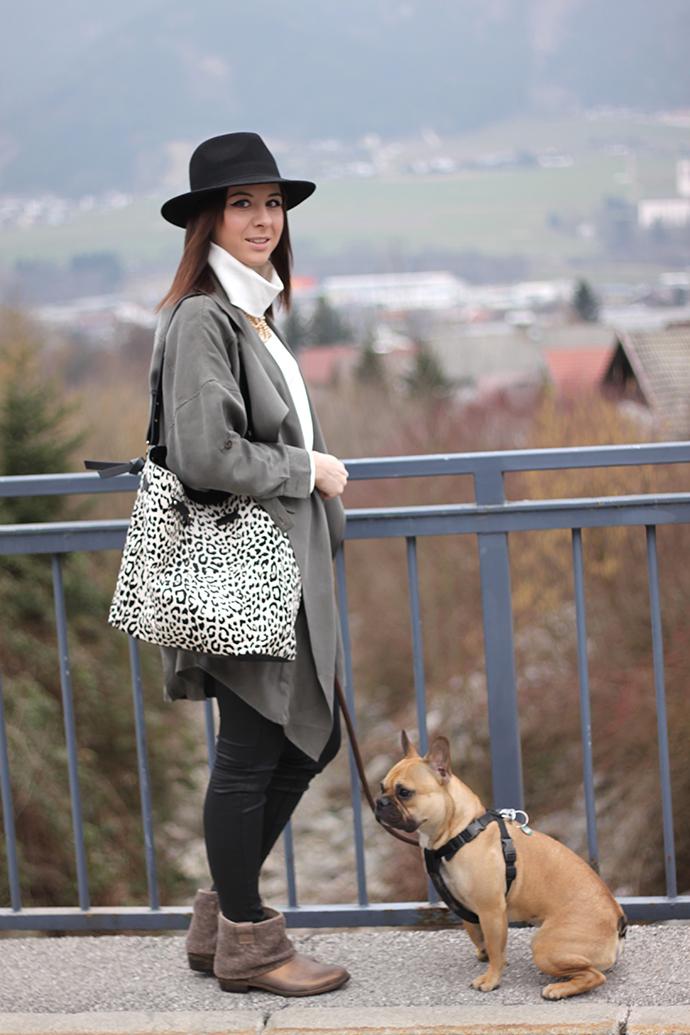 Tamaris Boots bronze, Gebrüder Götz, Bershka Trenchcoat, H&M Trend Rollkragenpullover, Zara Tasche Animal Print