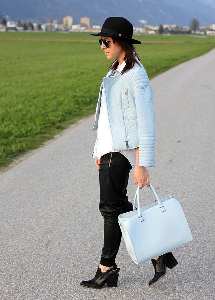 whoismocca-lederhose-jogginghose-zara-hellblaue-lederjacke-jeanshemd -shopper-steve-madden-cutout-boots-02 6b50fd7129