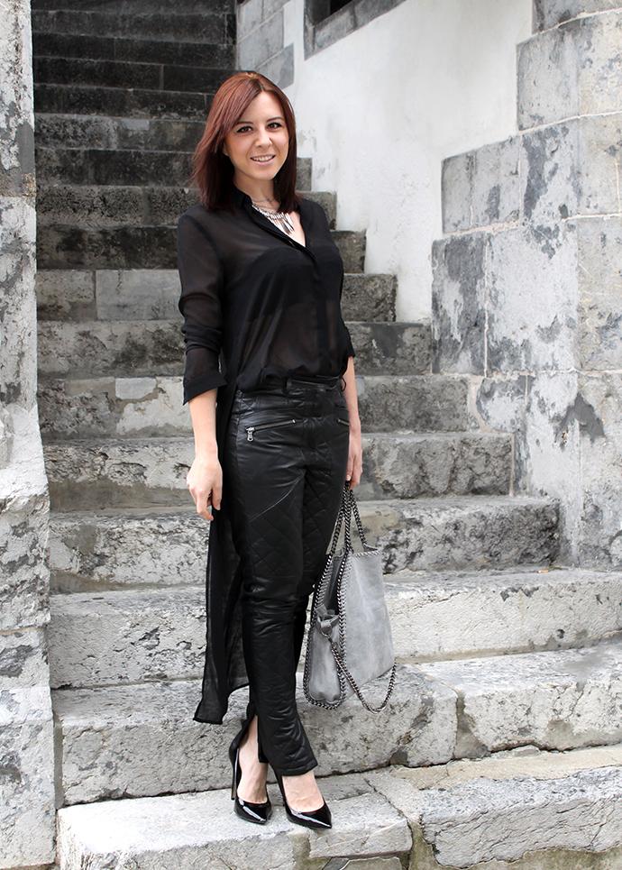 outfit schwarze lederhose schwarze seidenbluse. Black Bedroom Furniture Sets. Home Design Ideas
