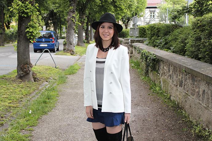 whoismocca, austrian fashionblogger, oasap jeansrock, overknee boots H&M Trend, shopper &otherstories, blazer mango, shirt print mango, hut lierys, kette glieder primark