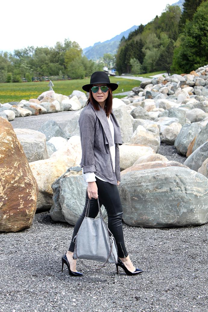 Whoismocca fashionblogger topmoda ch velourlederjacke lederblazer