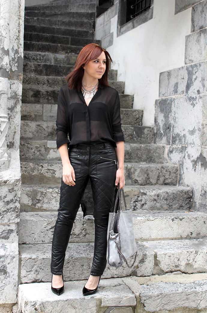 who is mocca, fashionblog tirol, fashionblog österreich, lederhose gesteppt echtes Leder Asos, Pumps Buffalo Sarenza, Bluse transparent hinten länger H&M, Shopper Stella McCartney Falabella Lookalike, Seidenbluse