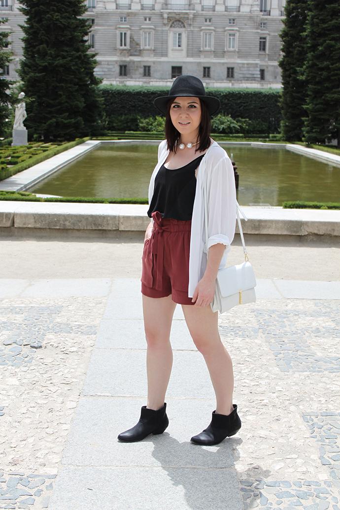who is mocca, austrian fashionblogger, fashionblog tirol, high waist shorts rot zara, bluse H&M, camisole shirt zara, boots asos
