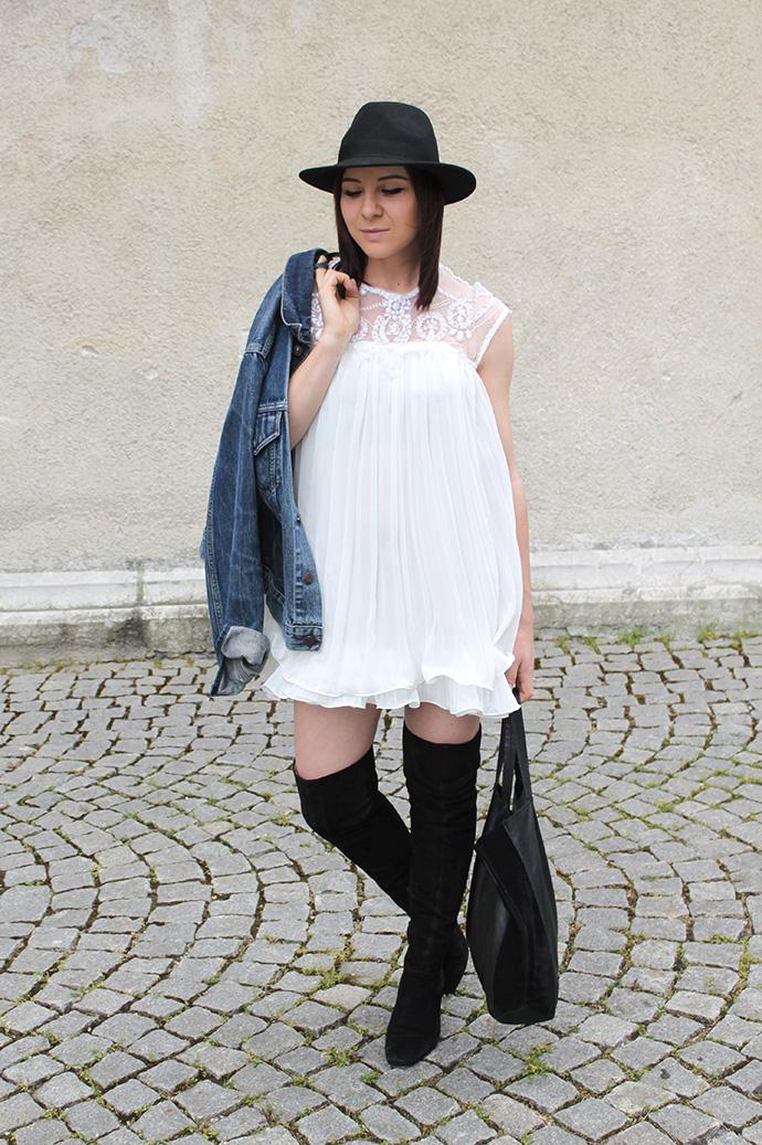 outfit weisses pliss kleid vintage jeansjacke von levis. Black Bedroom Furniture Sets. Home Design Ideas