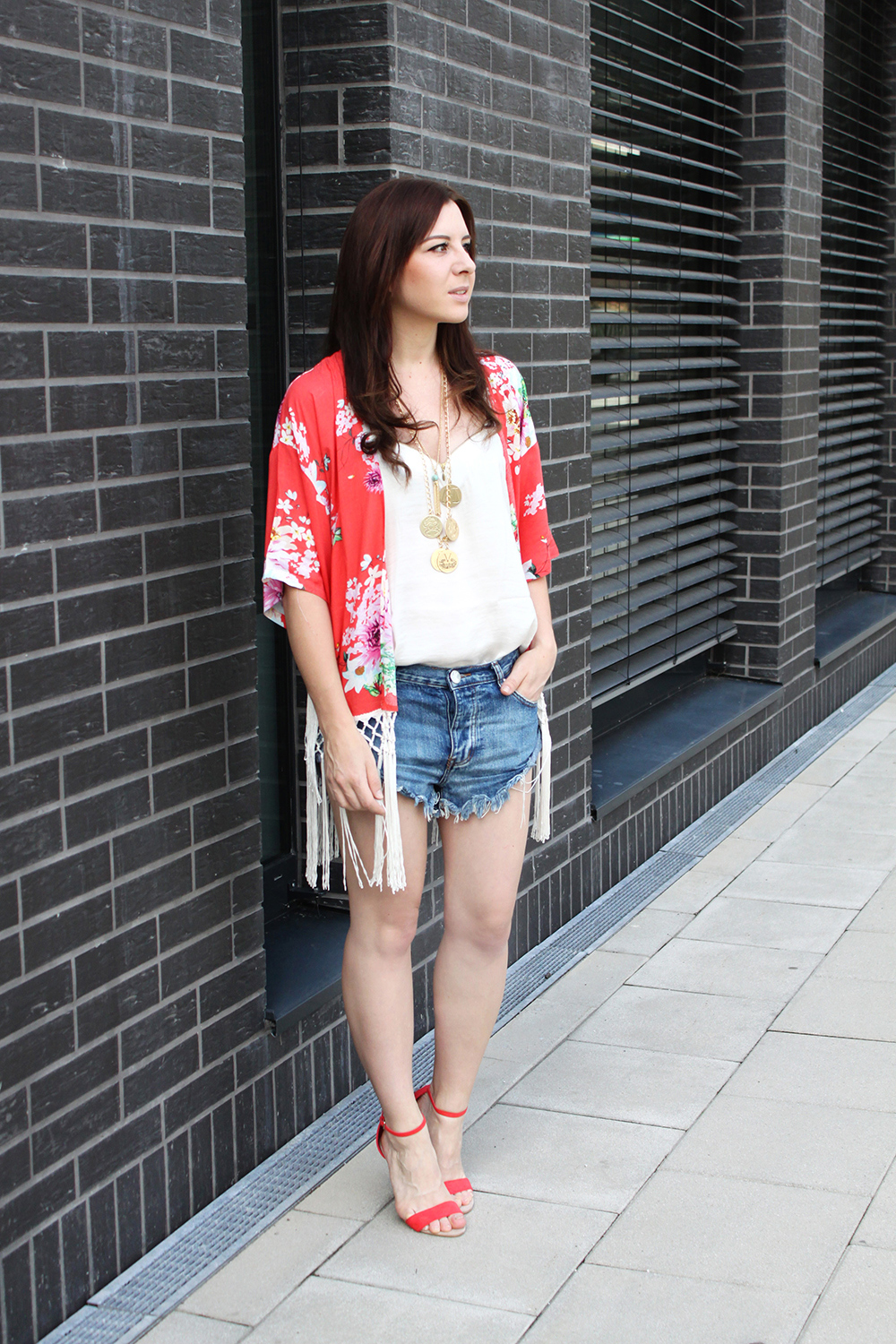 who is mocca? fashionblog tirol, fashionblog österreich, fashionblog deutschland, kimono, blumenkimono, fransen kimono, lilylulu onlineshop kimono, one teaspoon shorts, new yorker shirt, statementkette asos, pumps primark, sandaletten orange nude, great lengths extension
