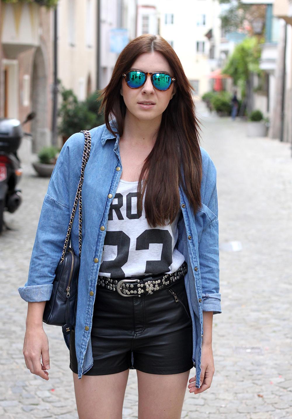 whoismocca-fashionblog-austria-ledershorts-forever18-jeanshemd-yesstyle-newyorker-istabel-marant-lookalike-sandalen-nietenguertel-06