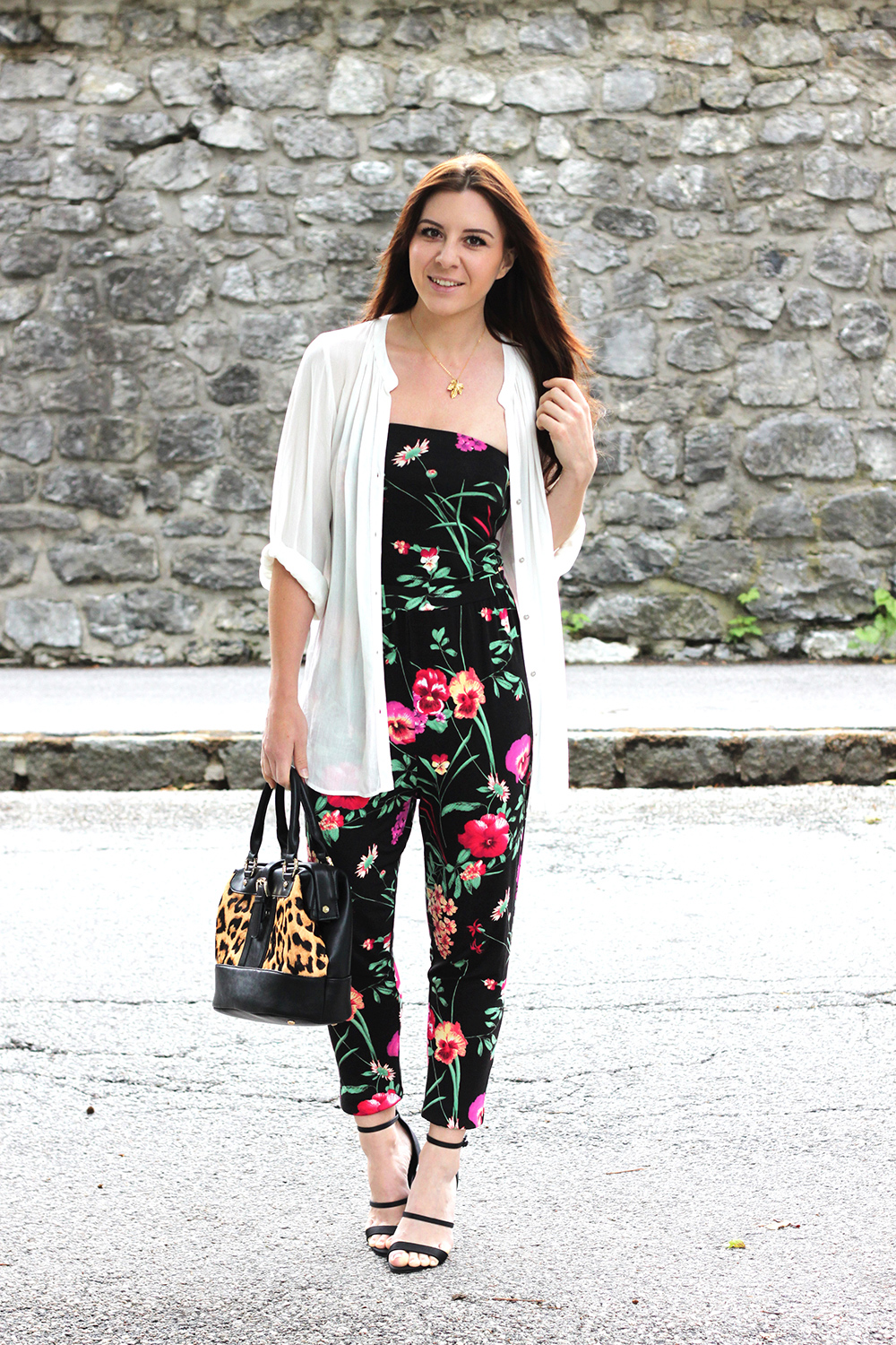 whoismocca, fashionblog tiro, fashionblog österreich, walg jumpsuit, floral jumpsuit, overall, playsuit, bluse oversize, H&M, WalG, Tasche Leopard LYDC, Print-Mix, High Heels Sandaletten filigran, Great Lengths Extensions, Jumpsuit mit Blumen