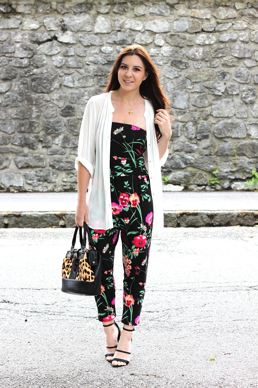 Outfit Jumpsuit Mit Blumen Und Tasche Mit Leo Print