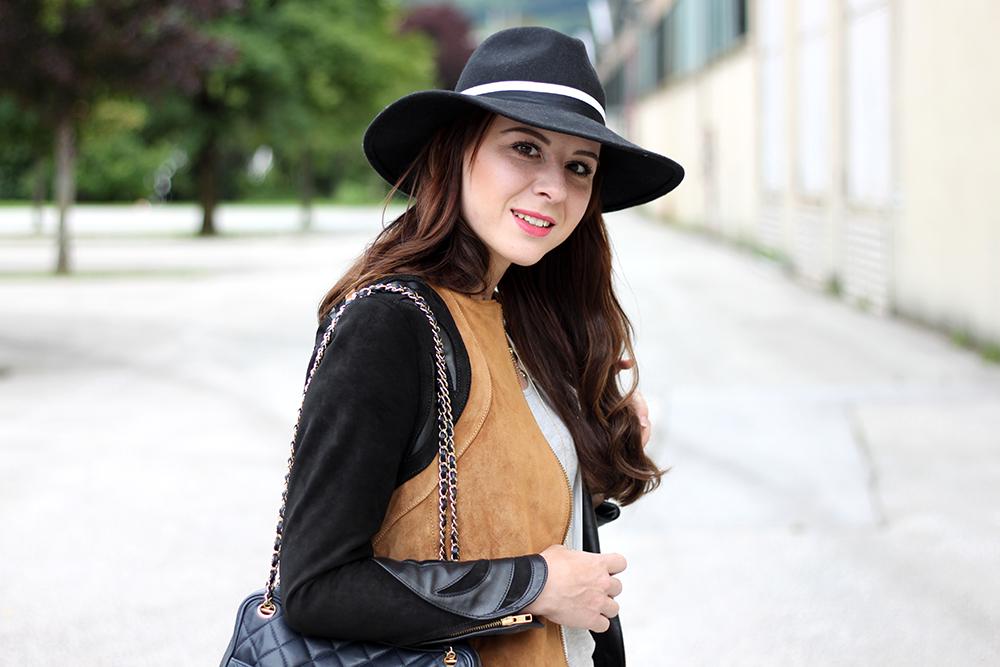 who is mocca, fashionblog tirol, fashionblog österreich, lederhose warehouse, boots asos, lederjacke H&M Trend spring collection, weiße lange Bluse, Basic Shirt, Ketten, Fedora Hut, Chanel Vintage Tasche