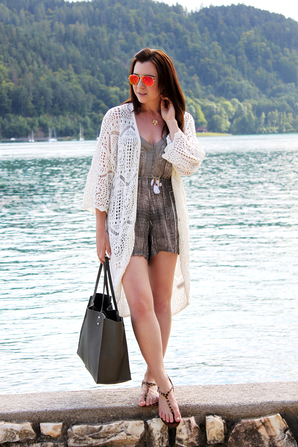 who is mocca, fashionblog österreich, fashionblog tirol, how to style jumpsuit, how to wear jumpsuit, religion jumpsuit asos, cardigan strick häkel lace spitze H&M, leopard sandalen hallhuber, shopper khaki zara, ray ban sonnenbrille verspiegelt rot orange, federkette asos, outfit mit playsuit