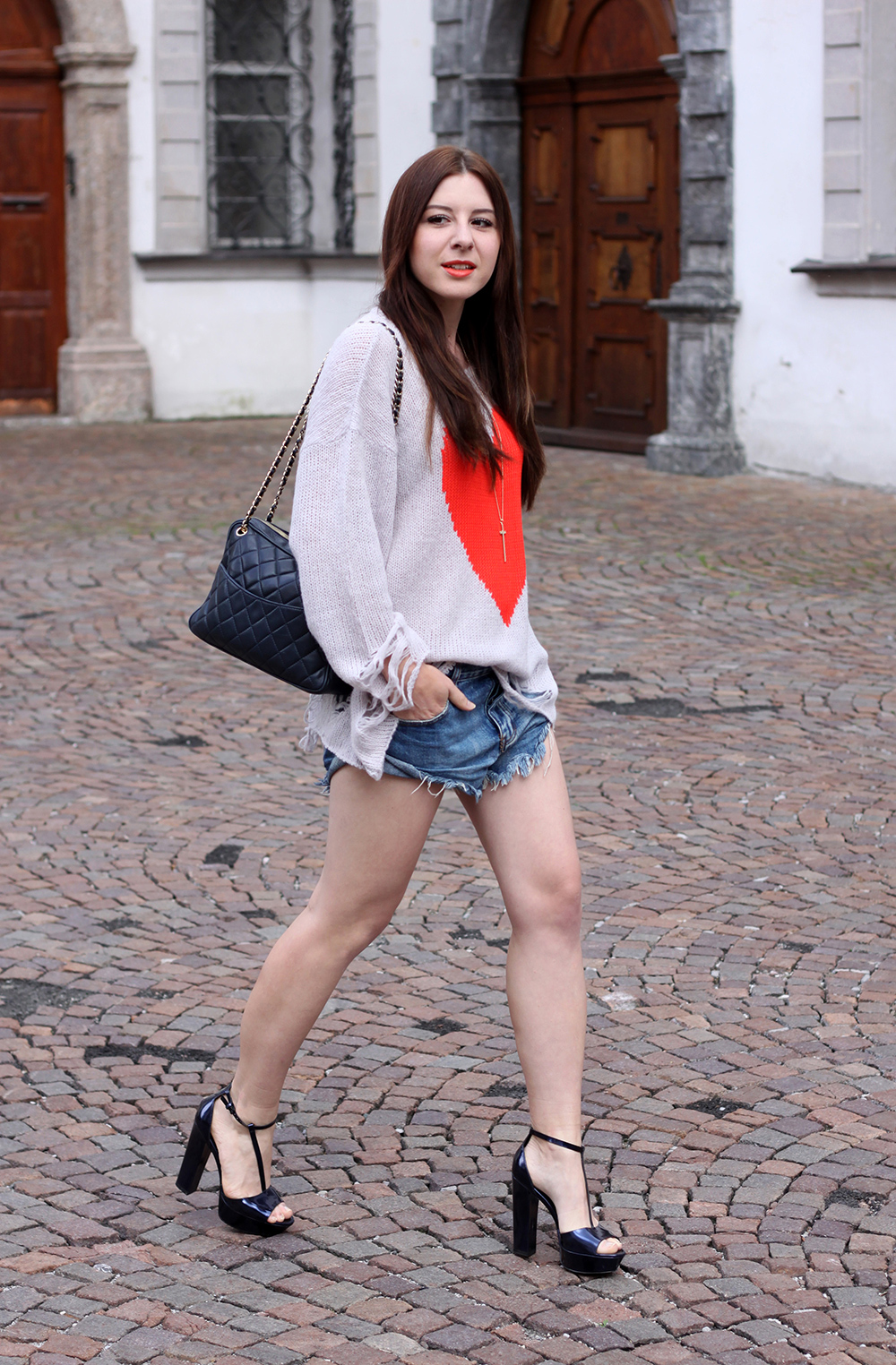 who is mocca, fashionblog tirol, fashionblog österreich, wildfox pullover, wildfox herz pullover, wildfox bianca jagger sweater, grey gardens, one teaspoon shorts, zara high heels, chanel vintage tasche
