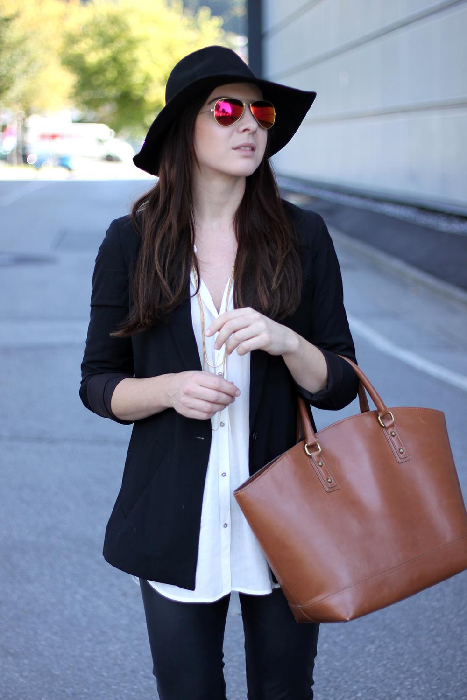 outfit lederhose long blazer sneaker von adidas originals. Black Bedroom Furniture Sets. Home Design Ideas