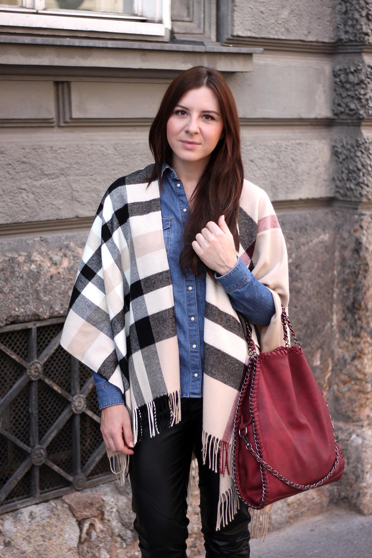 who is mocca, fashionblog tirol, fashionblog österreich, poncho cape fraas zalando, bordeaux stella mccartney falabella, lederhose, ankleboots shelly london, sarenza.de, jeanshemd kombinieren