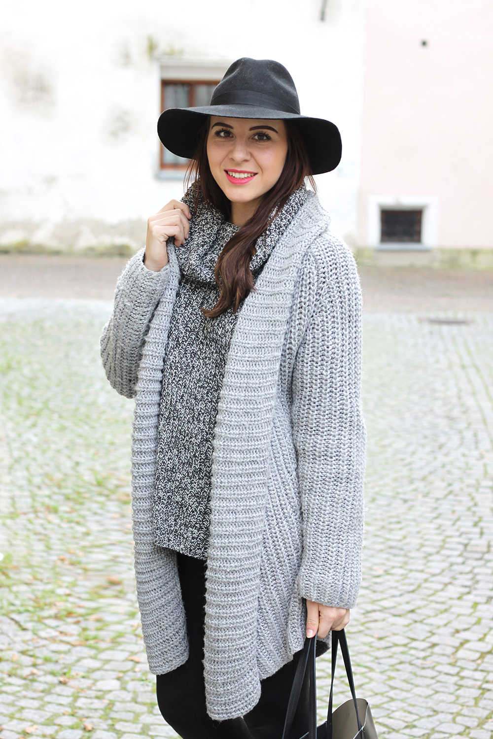 who is mocca, fashionblog, beautyblog tirol, oesterreich, knit, strickpullover, strickcardigan, outfit leggings, sarenza rue des dames boots, fedora hut, & other stories shopper