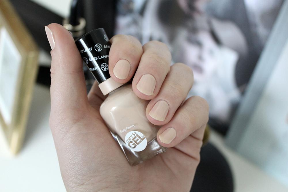 sally hansen bare dare, miracle gel, nagellack, uv lampe, gelnägel, nude nägel, nude nagellack