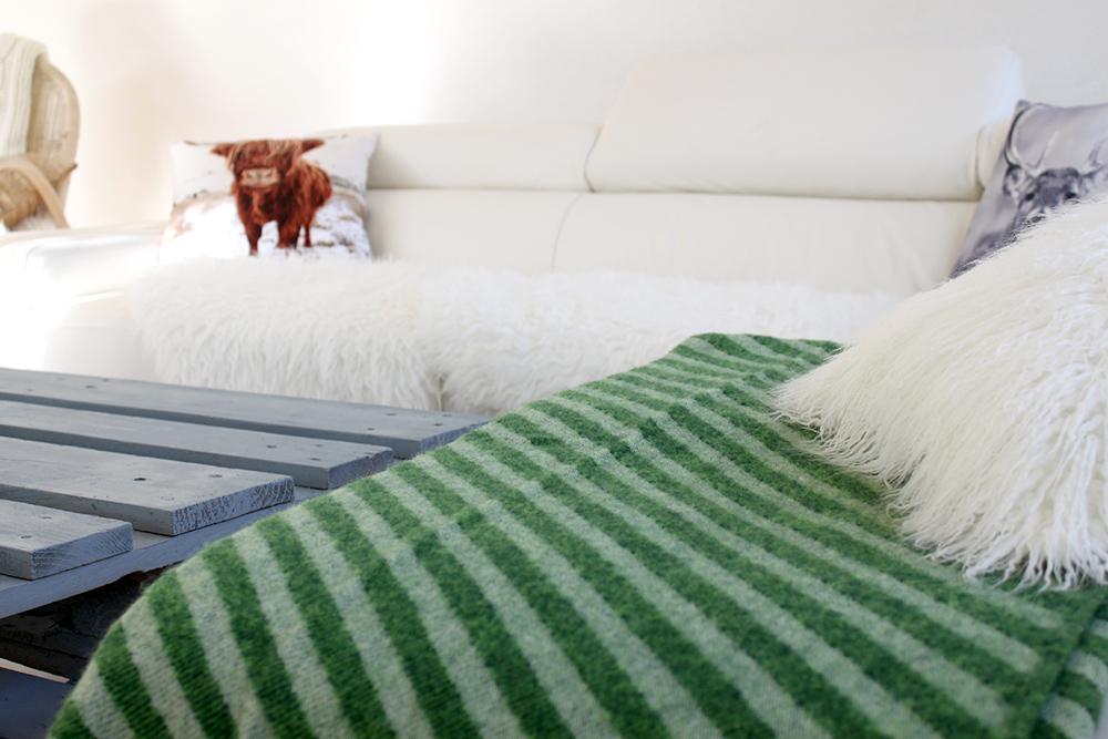 whoismocca fashionblog beautyblog interiorblog wohnzimmer livingroom inspiration europalette. Black Bedroom Furniture Sets. Home Design Ideas