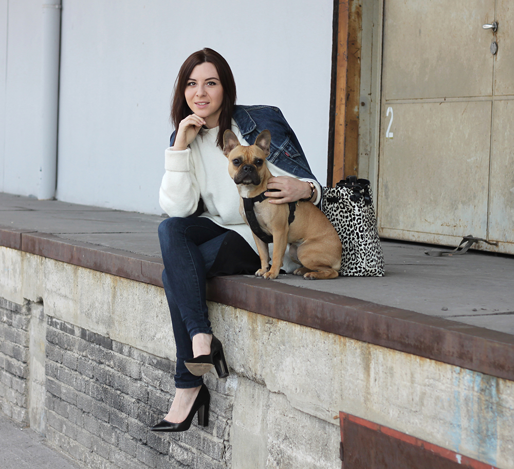 fashionblog, blogger tirol, skinny high waist jeans, layering, oversize knit, jeansjacke levis, franzoesische bulldogge, fawn, pumps zara, animal print bag, leopard tasche zara, kleid COS