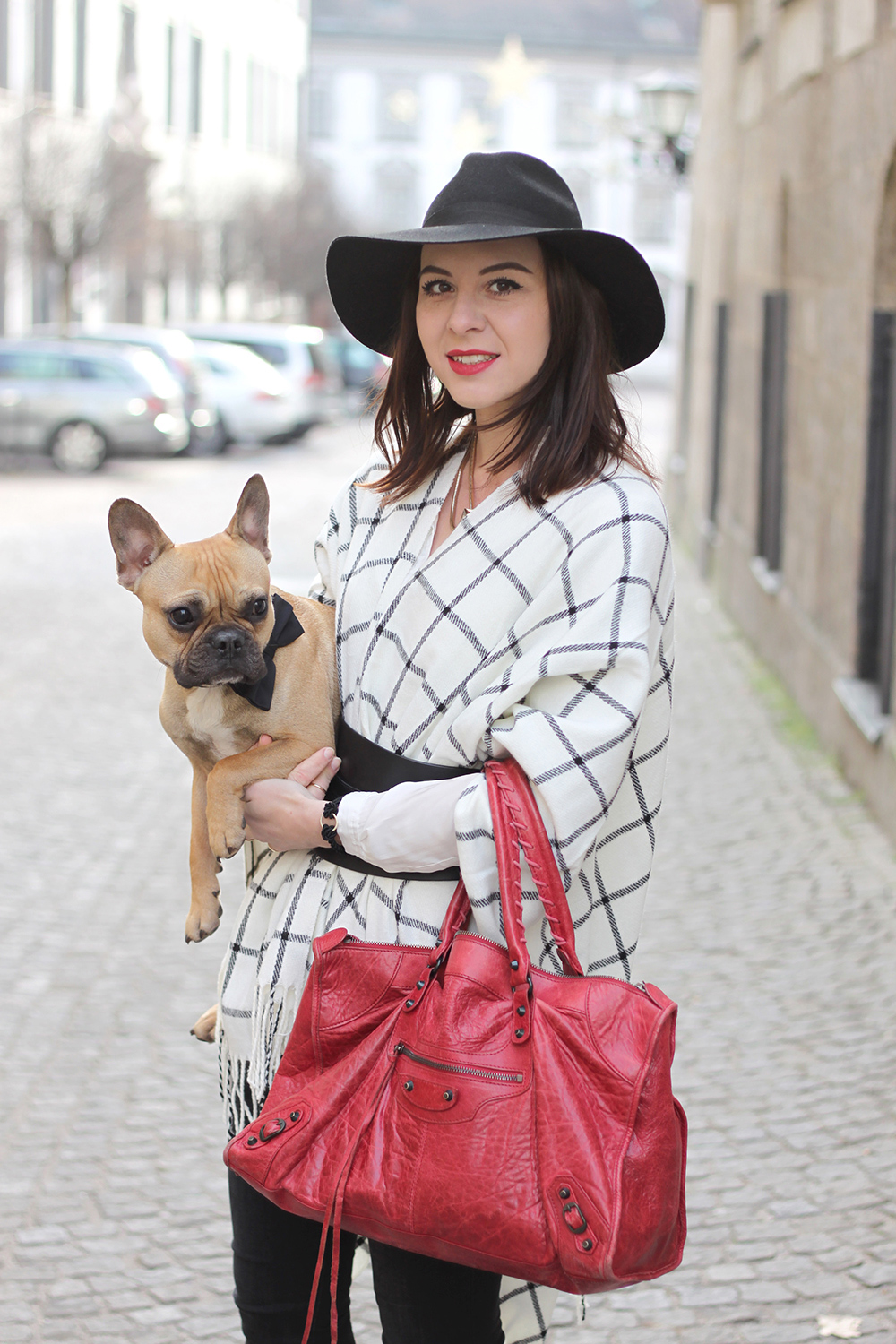 who is mocca, fashionblog tirol, blogger, beautyblog, interiorblog, balenciaga work, zara boots fell stiefeletten, fedora schlapphut, cape only zalando, französische bulldogge, skinny jeans shaping pants