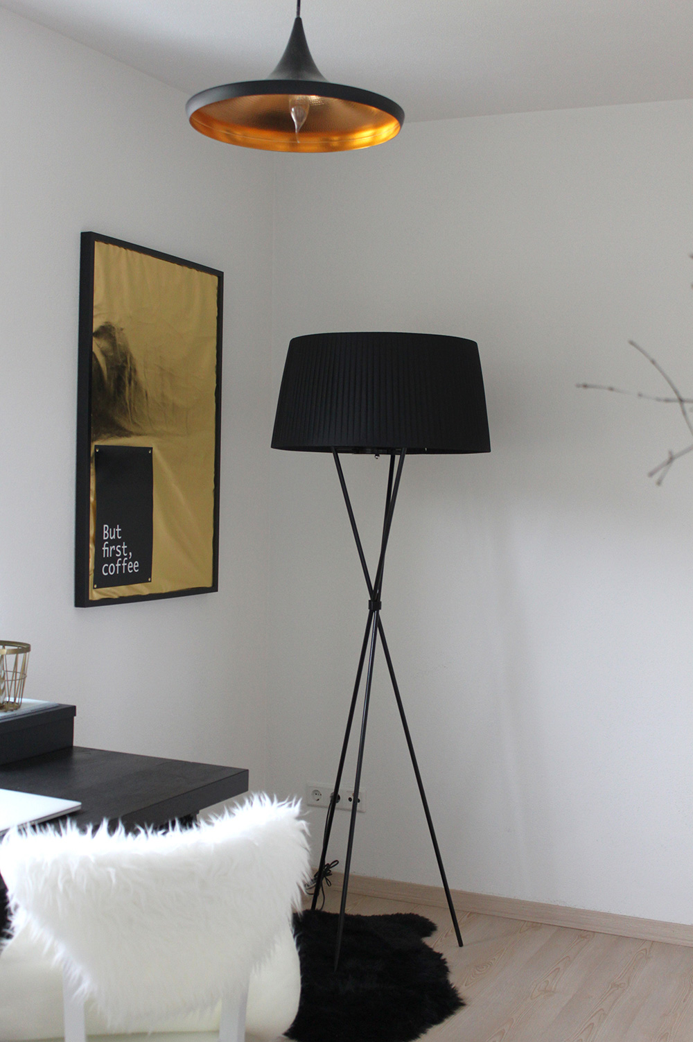 who is mocca, blogger tirol, interior, home office, büro, inspiration, decoration, pinterest, office, schreibtisch, love4home, lighting, kallax, sekretär, spiegel, pudel, diy,