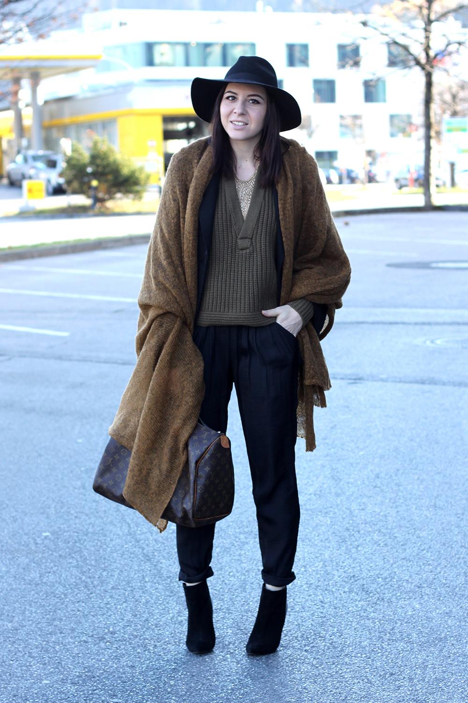 blogger tirol, cape, xl schal, poncho, louis vuitton speedy 40, hose zara, ankle boots pointed toe, cape stylemoi, h&M aw studio 2014 khaki pullover v-ausschnitt, fedora schlapphut topshop