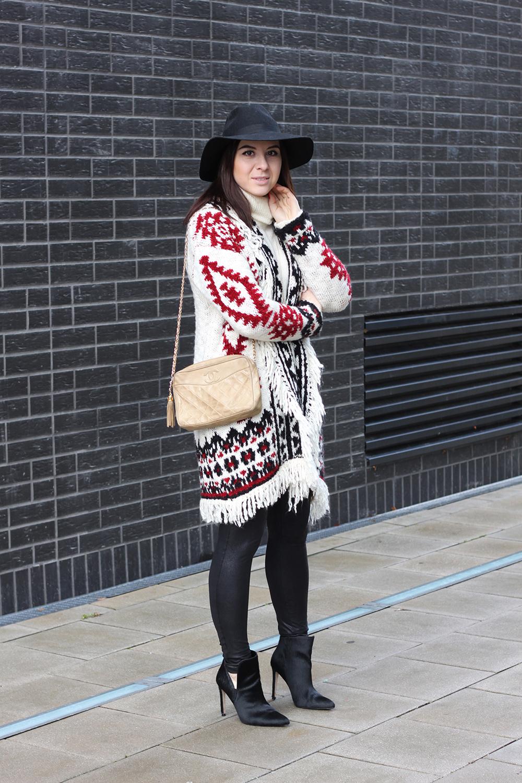 who is mocca, blogger tirol, fashionblog, boho cardigan zara, isabel marant, rollkragen pullover sisley, turtleneck, chanel vintage camera tassel bag, fell boots zara isabel marant, lederhose, leggings, fedora hut