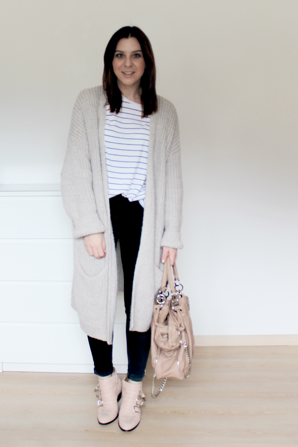 who is mocca, blogger, tirol, outfit, ootd, fashionblogger, weekly wardrobe review, alltagsoutfit, everyday look, inspiration, wie kombiniere ich, how to style, chanel jumbo, chloe susanna boots, balenciaga motorcycle bag, boyfriend jeans, pumps, kleiderkreisel, whoismocca.com
