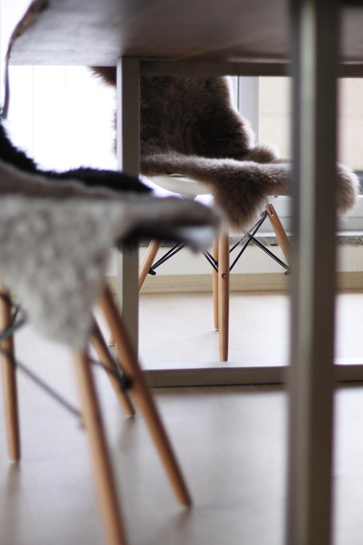 who is mocca, blogger, tirol, tirolerin, austria, oesterreich, interiorblogger, fashion, mode, home story, einrichtung, decoration, massivholz tisch, baumkante, massivmoebel24, erfahrung, review, esstisch, essbereich, wohnbereich, whoismocca.com
