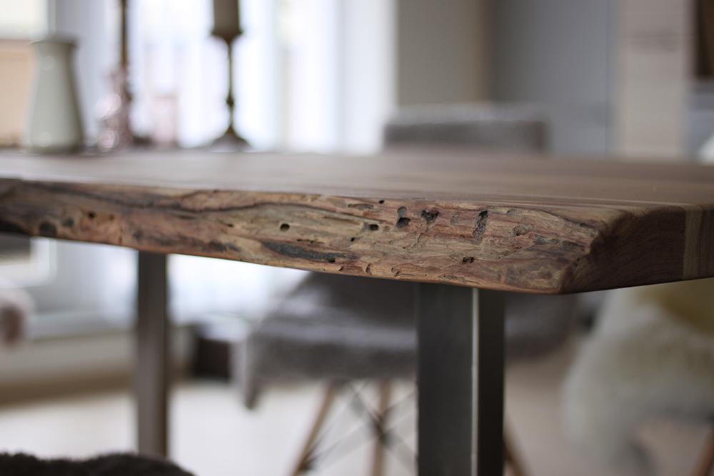 homestory massivholzesstisch mit baumkante. Black Bedroom Furniture Sets. Home Design Ideas