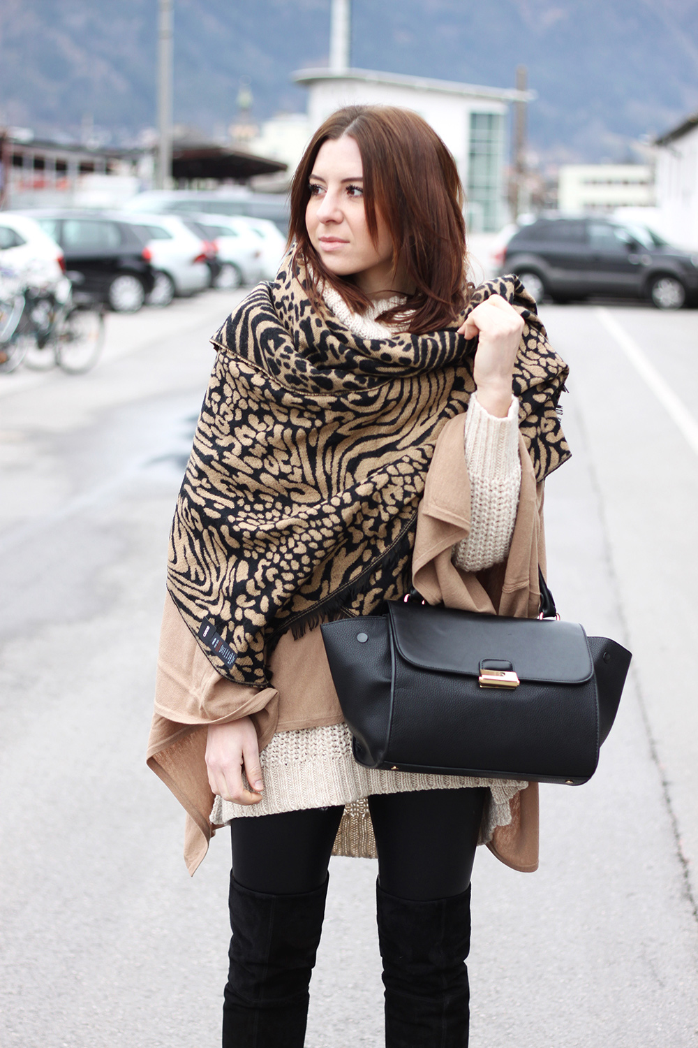 who is mocca, fashionblog, tirol, tirolerin, leopard, animal print, oversize, layering, cape, poncho, ponchocompany, strick, rollkragen, trapez bag, overknee stiefel, whoismcoca.com