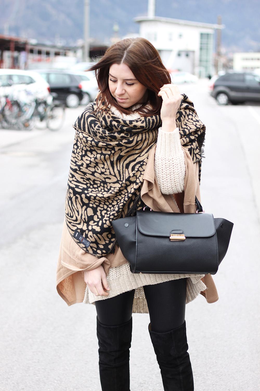 whoismocca blogger tirolerin fashion mode beauty cape. Black Bedroom Furniture Sets. Home Design Ideas