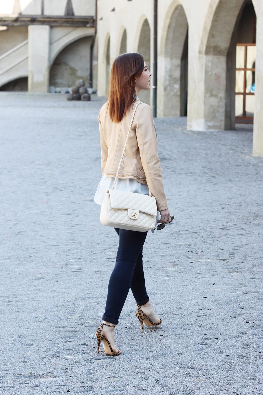 who is mocca, blogger, tirol, tirolerin, fashionblog, skinny jeans, steve madden high heels, oasis blazer, streifenshirt, leoprint, blazer, lederjacke, orsay, sonnenbrille, chanel jumbo beige, whoismocca.com