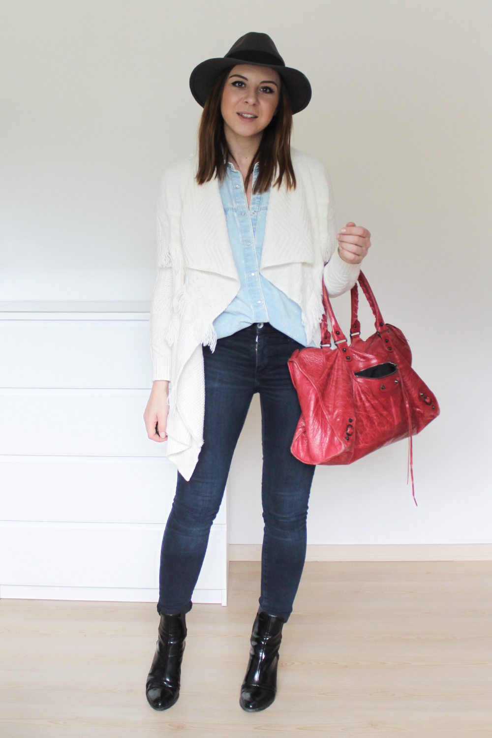 who is mocca, blogger tirol, innsbruck, tirolblog, österreich, fashionblogger, ootd, outfit inspiration, skinny jeans, balenciaga motorcycle bag, fringe cardigan forever21