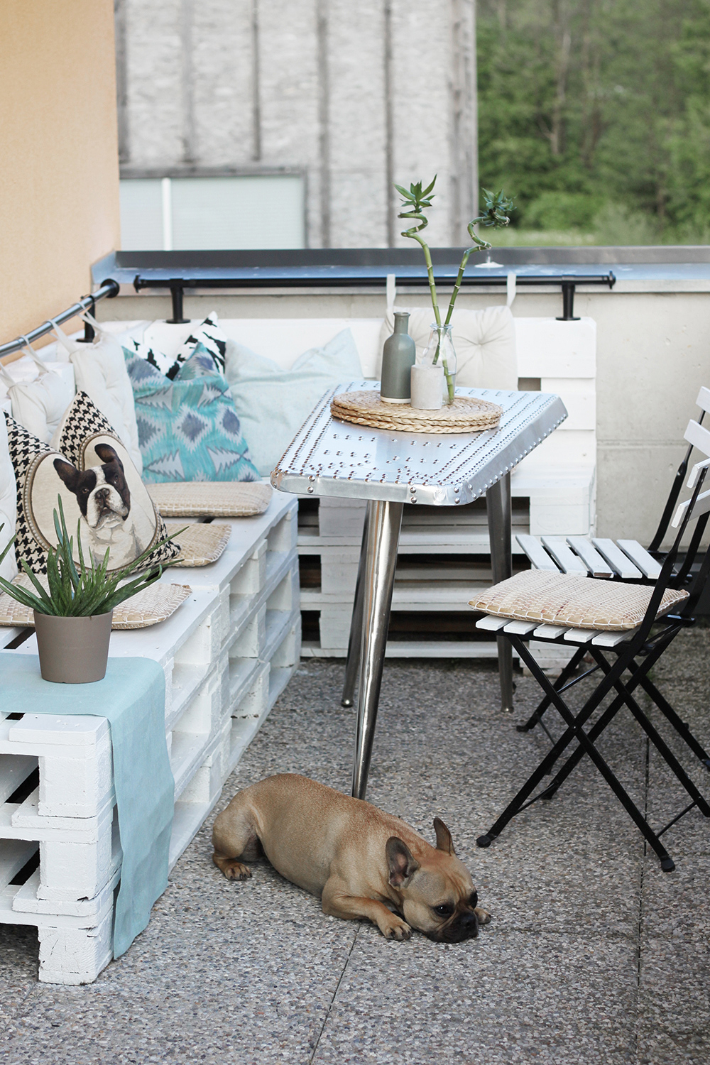 homestory terrasse mit diy europaletten m bel. Black Bedroom Furniture Sets. Home Design Ideas