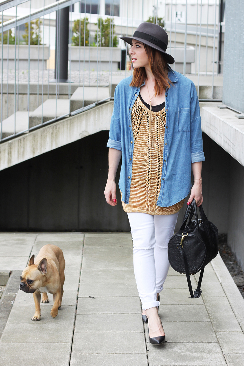 who is mocca, blogger, tirol, innsbruck, austria, blog tirol, weisse skinny jeans, jeanshemd, strickshirt, longshirt, hut, vestiaire collective, the kooples, alexander wang rocco, frenchie, french bulldog fawn, whoismocca.com