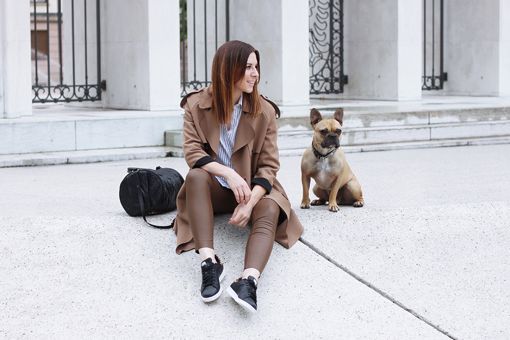stan smith sneaker lederhose und topshop trench who is. Black Bedroom Furniture Sets. Home Design Ideas