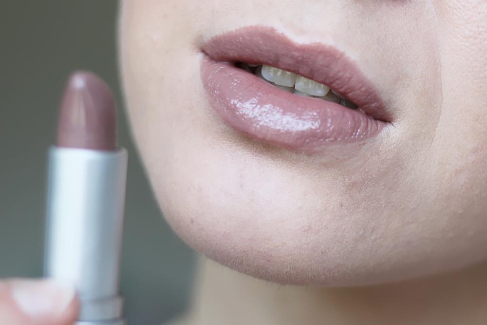 who is mocca, blogger, tirol, österreich, innsbruck, beautyblogger austria, lets talk beauty, review, erfahrungsbericht, makeup tutorial, lippenstifte, nude, catrice, essence, p2, drogerieprodukte, Nude Lippenstift