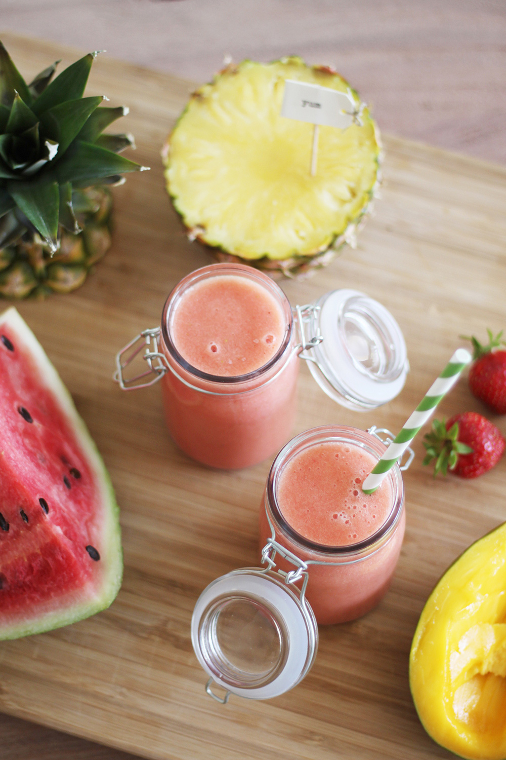 who is mocca, blog, tirol, tirolblog, innsbruck, modeblogger, foodblog österreich, smoothie rezepte, melonen smoothie, erdbeeren, ananas, fit durch 2015, snack, ananas, mango, vegetarisch
