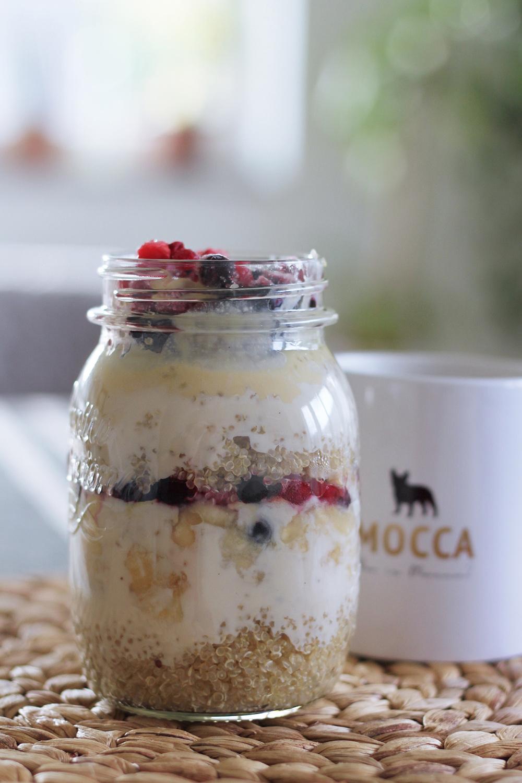 who is mocca, blog, tirol, innsbruck, food, rezept, veganes frühstück, what vegans eat, quinoa, mandamus, rezept frühstück vegan, beeren, sojajoghurt, whoismocca.com