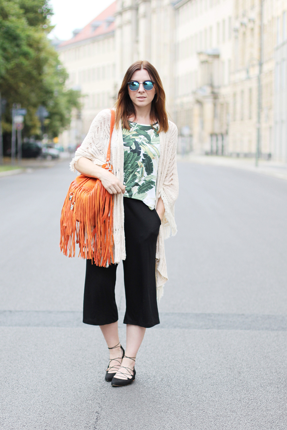 modeblog, who is mocca, blogger, tirol, tirolblog, innsbruck, austrianblogger, fashion week berlin, ss 2016, culotte kombiniere, strappy ballerinas, sarenza, bucket bag fringes orange river island, whoismocca.com