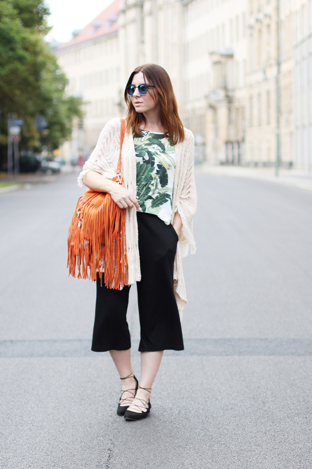 who is mocca, blogger, tirol, tirolblog, innsbruck, austrianblogger, fashion week berlin, ss 2016, culotte kombiniere, strappy ballerinas, sarenza, bucket bag fringes orange river island, whoismocca.com