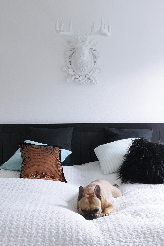 Schlafzimmer mit IKEA, KARE und Frenchie, Tirolblog