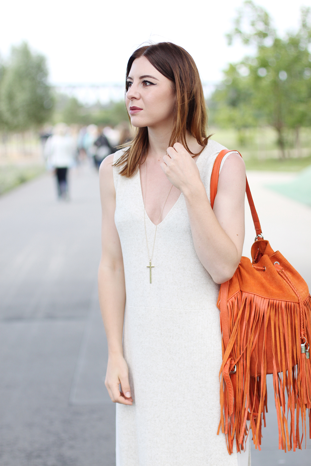 who is mocca, blog, tirol, innsbruck, tirolblog, palazzo hose weiß mango aboutyou, river island beuteltasche orange, long shirt, layering, bucket bag orange, street style österreich, berlin fashion week outfit, whoismocca.com