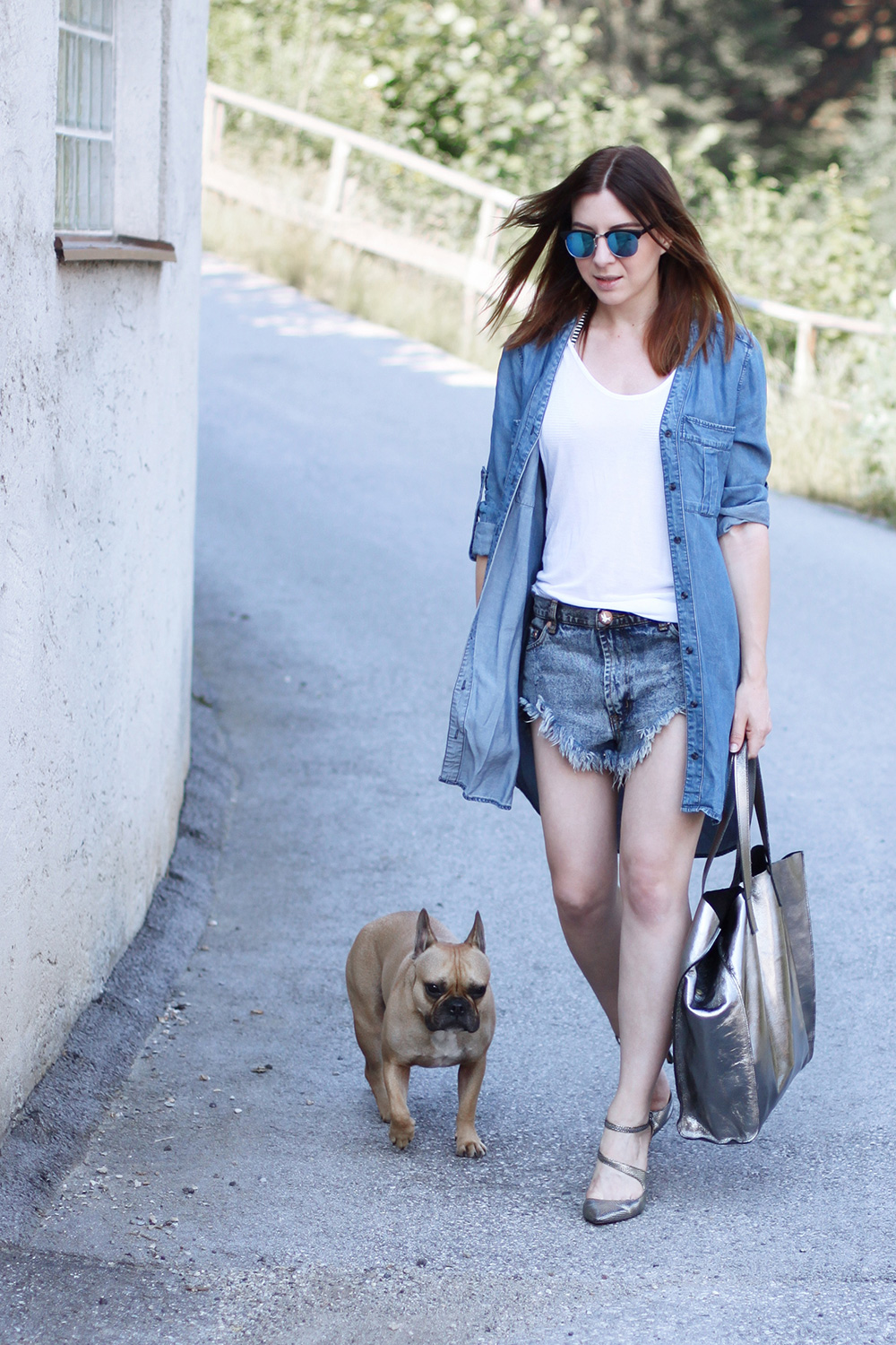 who is mocca, blogger, tirol, innsbruck, tirolblog, denim, one teaspoon, shorts, jeanskleid, metallic heels, metallic bag, binabags, frenchie, whoismocca.com, street style tirol