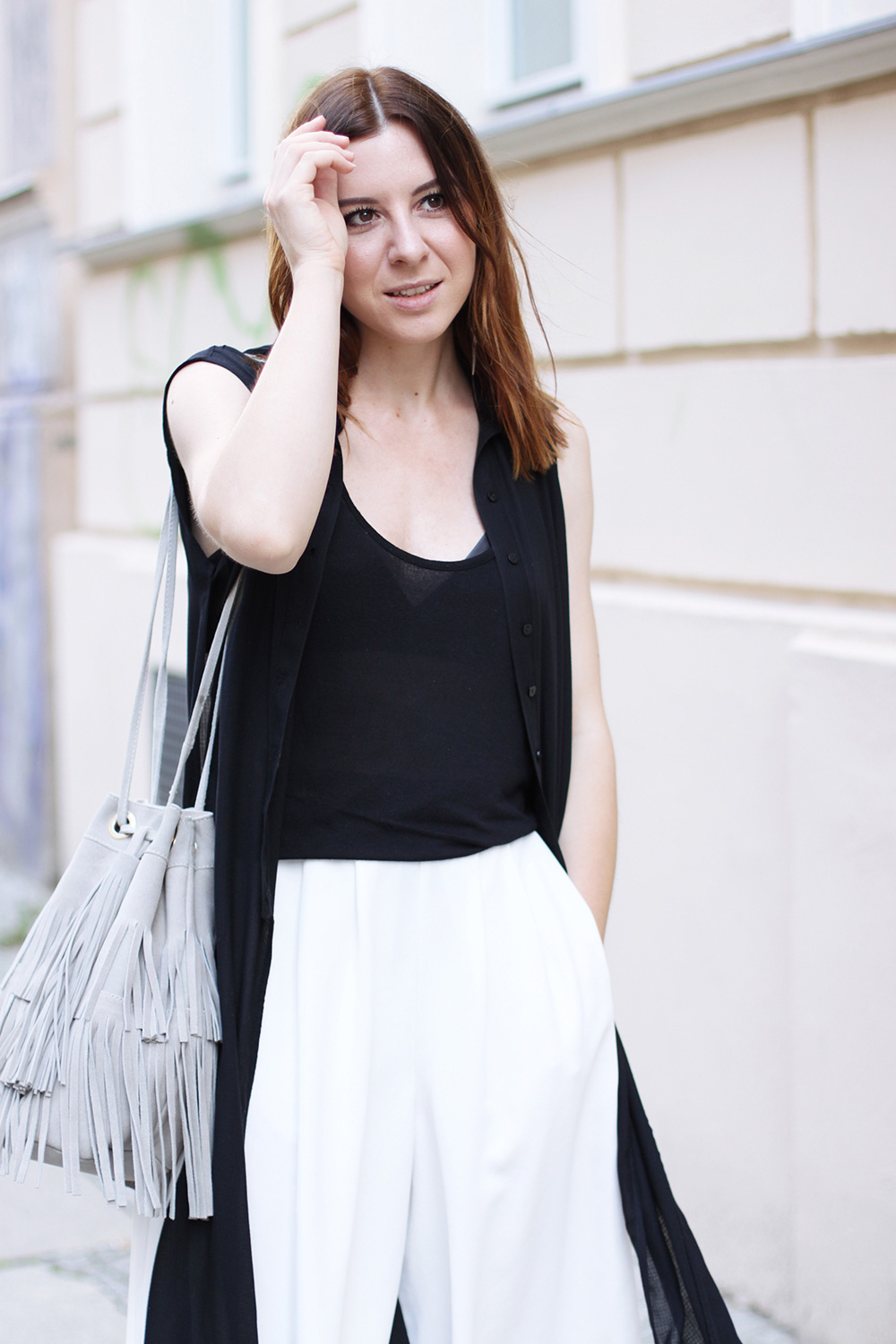 who is mocca, blogger, tirol, austrianblogger, street style, berlin fashion week, lookbook, innsbruck street style, modeblogger, weiße culotte french connection, bucket bag zara fringe, pantoletten aldo, whoismocca.com